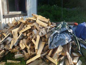 Kiinteistönhuoltopalvelut Pohjois-Savossa - Polttopuut kesämökille, FinMacGyver Oy